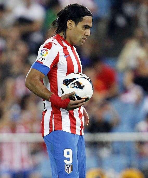 El 'Tigre' concentrado en el arco, a segundos de anotarle de penal al Rayo Vallecano #Falcao #AtleticoMadrid