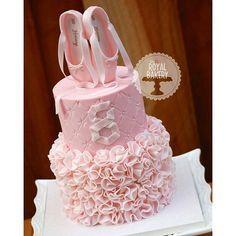 #mulpix Inspiração maravilhosa de bolo Pará Rápido rápido Você Que ESTÁ planejando Fazer Uma festa com tema Bailarina. Imagem Pinterest cabelo The Royal Bakery  #festejarcomamor #festainfantil #festamenina #festamenino #festameninoemenina #maedemenino #maedemenina #aniversarioinfantil #aniversariomenina #aniversariomenino #partyideas #kidspartyideas #bailarina #festabailarina #bolobailarina #ballet #cake #cakeideas #bolodecorado # lindasideias #fiestasinfantiles #fiestainfantile # cump