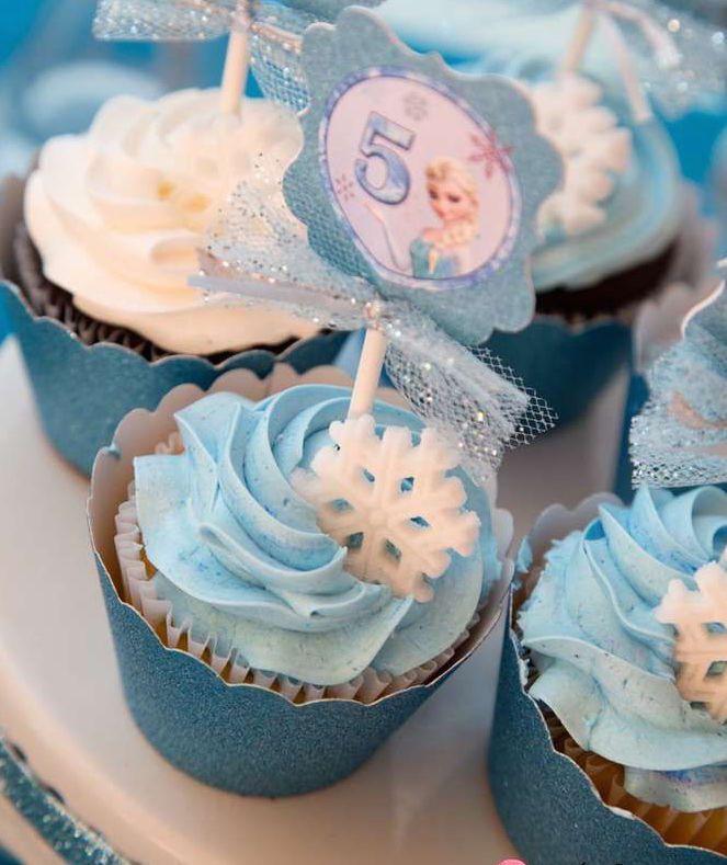 Leuk om te maken tijdens een echt Frozen feest - Frozen Cupcakes http://www.mygreatestparty.com/cat/c1/partys/disney