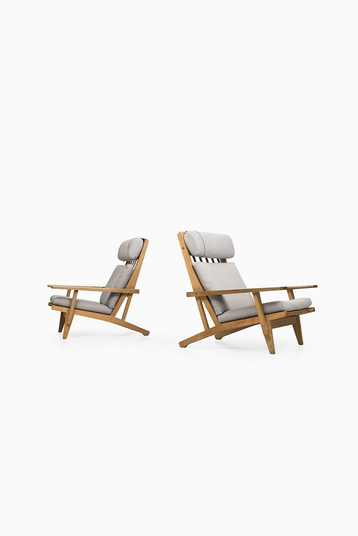 A pair of easy chairs model GE-375 designed by Hans Wegner and produced by Getama in Denmark