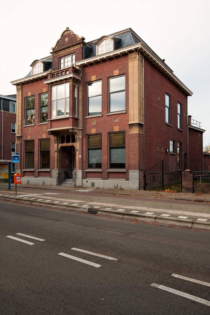 In 1915 liet schoenenfabrikant Joh. Mannaerts-Pessers een statig herenhuis aan de Goirkestraat ontwerpen door de Tilburgse architect Jos Donders. Fotografie Bart van Hattem