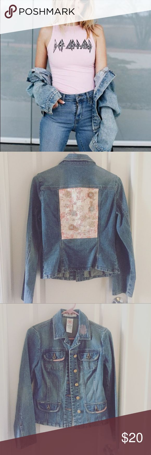 Vintage - Jean Jacket - Pink Embroidery Vintage - 90's Style Denim Jean Jacket Size Medium (Woman's) - Denim Jean Material - Semi loose fitting. Light wash Blue Denim - Comfortable & Hipster - NWOT. Perfect new condition - Distressed - Pink embroidery with sequins on the back w/ pink stitches - Vintage style - Grunge - 90's Style American Vintage Jackets & Coats Jean Jackets