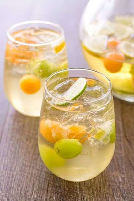 Sangria Recipe with 3 ingredients for summer. I love White Sangria.