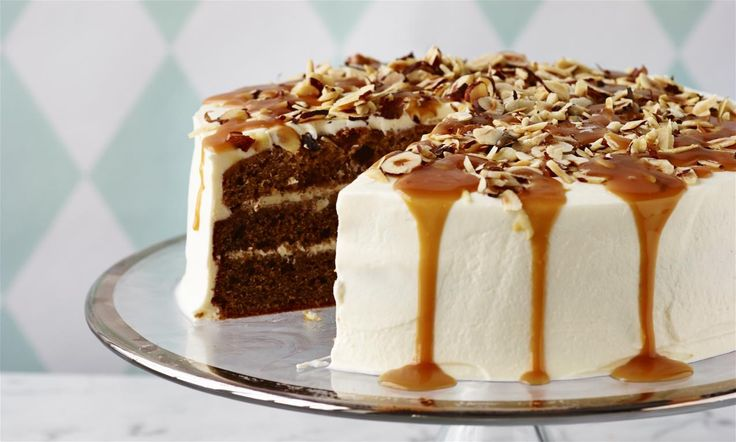 Een heerlijke zoete taart met hazelnoten en karamel. Een heerlijk recept gemaakt met basis ingredienten.