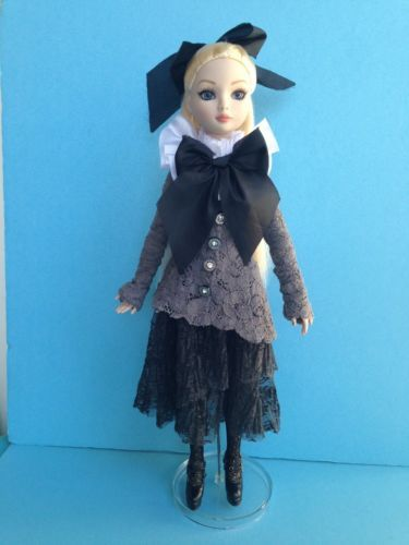 TONNER-ELLOWYNE-WILDE-DARK-SHADOWS-HTF-AND-SOLD-OUT. Sold for $159.49 on 7/5/15. Used.