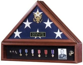The ultimate tribute to commemorate your Veterans service to our country. Perfect to honor our distinguished military service members, veteran heros and other uniformed heros as police officers and firefighters. This flag case has the Great Seal of the United States embossed on elegant beveled glass.