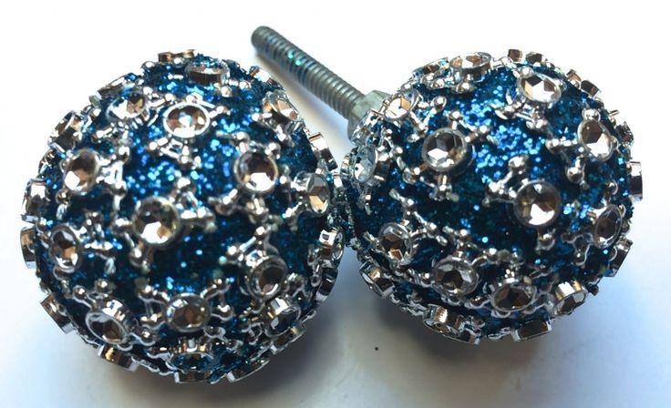 Lovley diamond knob for the closet only, €2,95 each ----Deurknopje blauwe diamanten inzet