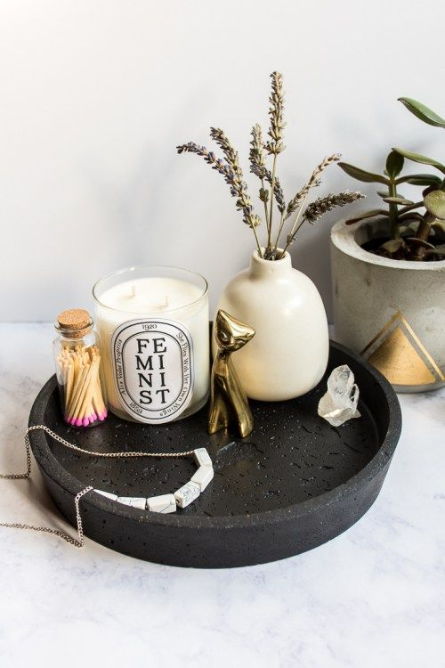 Learn how to make this round black concrete tray that looks like lava rock. No one will believe you made it yourself, but it's not difficult to DIY! #DIY #homedecor #concrete