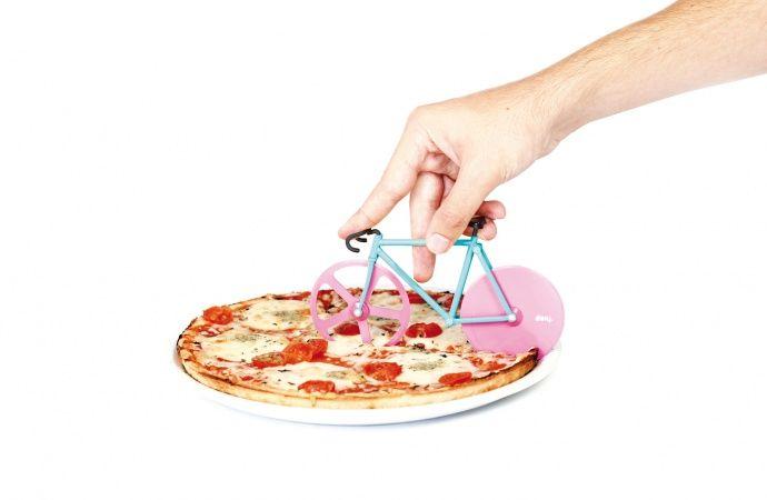 Pizzaskærer – Fixie Pizza Cutter fra Doiy Design - Tinga TangoTinga Tango Designbutik #pizza#pizzacutter#pizzaskærer#køkken