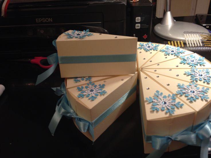 торт с пожеланиями на новый год будет оставаться одном