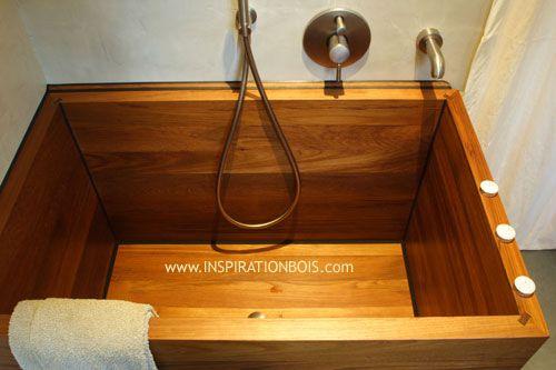 Ofuro baignoire en bois profonde sur mesure teck massif salle de bain b ton cir pinterest for Petite baignoire profonde