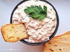 //  A pasta de atum é um aperitivo delicioso e muito fácil de se preparar para festas. Também é uma excelente opção para colocar no pão e fazer uma sandes de pasta de atum para levar para um …