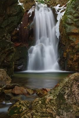 Dick's Creek lower falls: A lovely little waterfall in a small grotto. Located in Cherokee National Forest, above Rock Creek Park in Erwin TN. Hike up Rattlesnake Ridge trail to