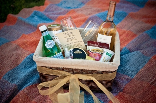 What To Put In Wedding Gift Bags For Hotel Guests: 1000+ Ideas About Hotel Welcome Bags On Pinterest