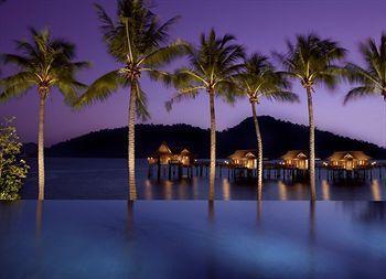 Di lepas pantai Malaysia bagian timur, tersembunyi sebuah resor yang cantik dan alami. Pangkor Laut Resort namanya. Menempati pulau pribadi seluas 300 hektar, Pangkor Laut Resort menawarkan ketenangan yang sesungguhnya. Cara pesan kamar disini mudah banget! Tinggal klik http://www.voucherhotel.com/malaysia/pangkor-laut/175134-pangkor-laut-resort/