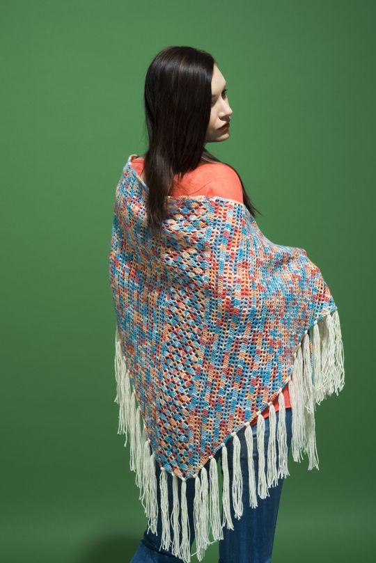 Virkattu kolmiohuivi Novita Nalle Taika | Novita knits