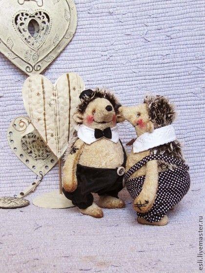 Сплетники - бежевый,еж,ежик,ежики,мишки тедди,коллекционные игрушки,Антикварный плюш