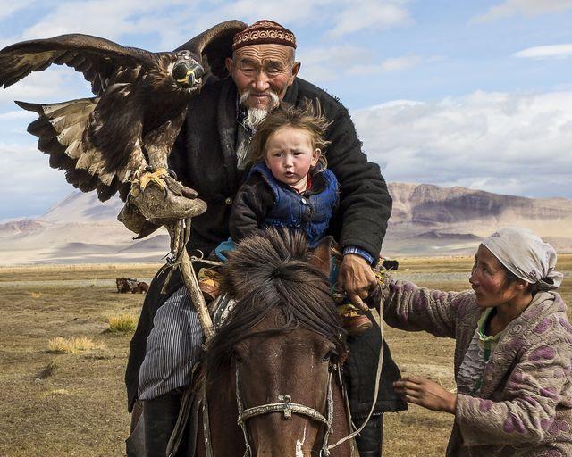 イーグルハンターと孫(モンゴル)