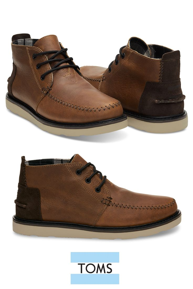 The TOMS Chukka Boots for men feature premium waterproof leather with an inner waterproof liner to keep feet dry and comfortable.