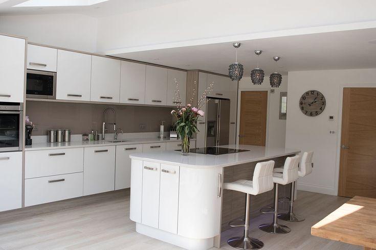 ultragloss-white-zurfiz-with-pronto-malton-stone-elm-panels-kitchen-ergonomics