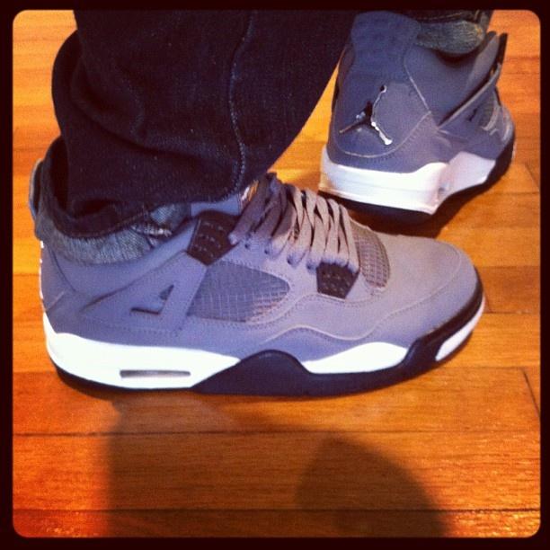 My jordans IV cool grey on @sneakerpedia showcase yeah ! #sneakerholics