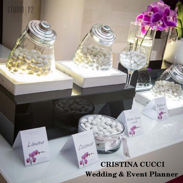Luci ed orchidee per una degustazione di confetti davvero raffinata...Matrimonio di L&M