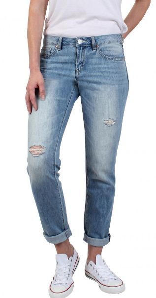 Stay relaxed with a pair of Boyfriend Jeans from Jeanswest. But why stop there? All jeans are going 30% off right now!