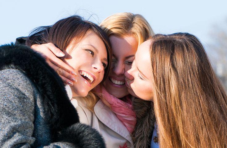 10+aidosti+ihastuttavaa+pientä+asiaa,+joita+naiset+tekevät+toisilleen+–+vaikka+eivät+tuntisi+toisiaan