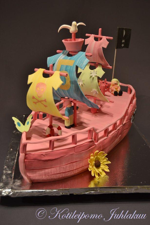 Pink pirate ship cake