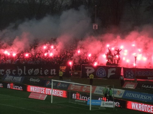 Ruch chorz w football as we like it pinterest news for Location monte meuble paris