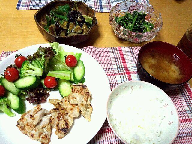 緑を沢山とろう週間(^-^)旦那の分は、これにその後作った人参のにんにくマヨチーズ和えを足して、おつまみに。 - 3件のもぐもぐ - 鶏肉の塩麹漬け、茄子とピーマンの油味噌、ほうれん草のゴマ和え、生野菜、なめこ汁、ご飯 by erimeshi