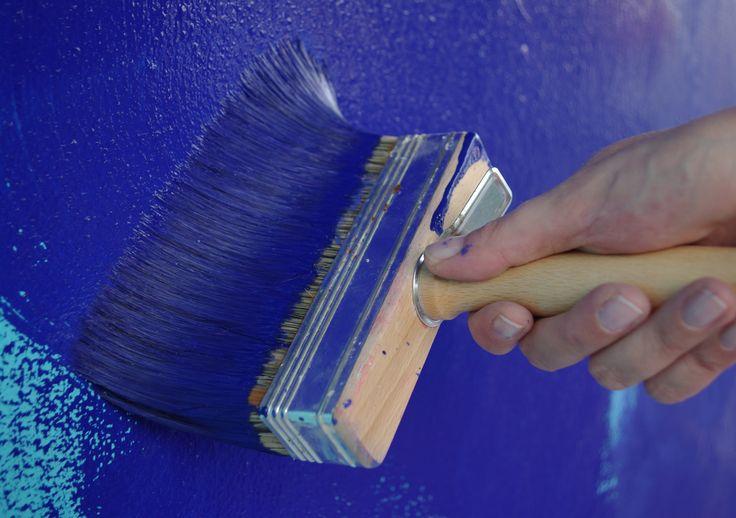 Application d'un badigeon de chaux bleu