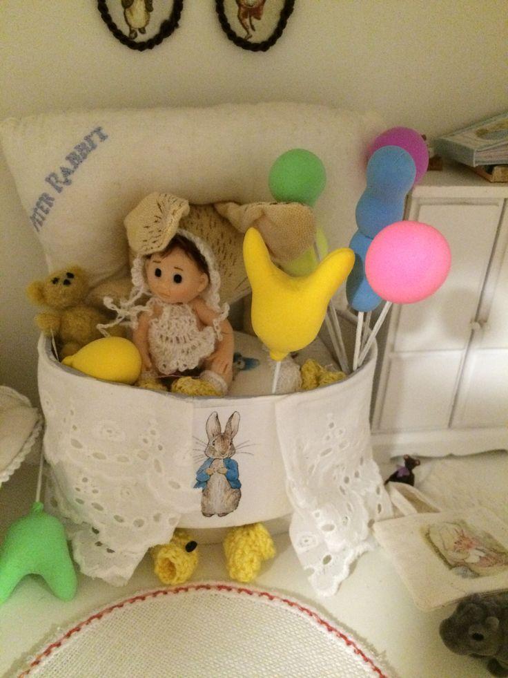 Pikku Kerttu sai ilmapalloja eilen ja vaahtokarkkeja . silk Claystä tehty