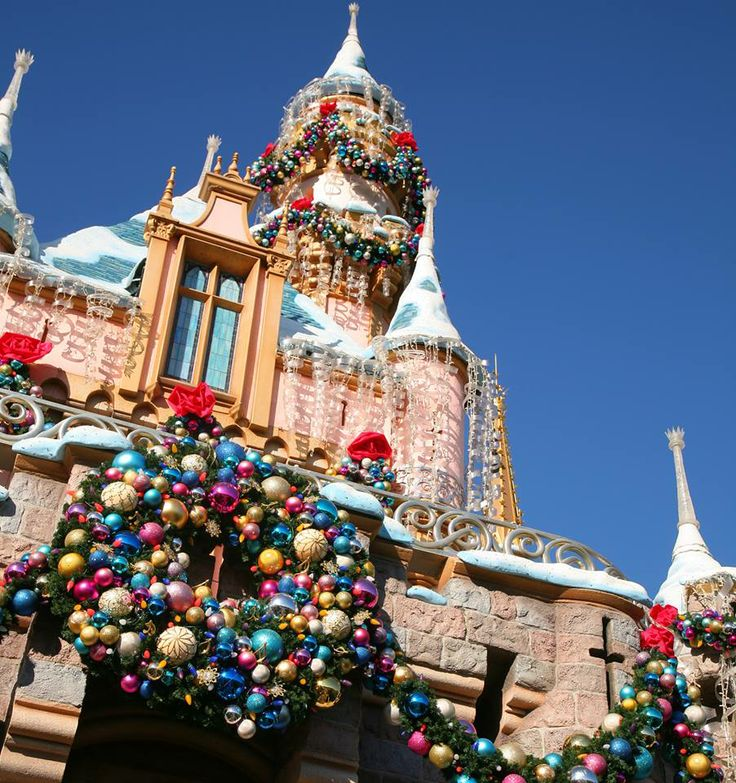 Disneyland Decorated For Christmas: 36 Best Images About Christmas At Disneyworld On Pinterest