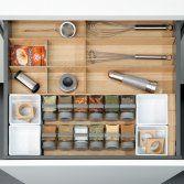 Wie je ook bent en waar je ook woont, voldoende ruimte in de keuken om de voorraad op te bergen is overal een issue. Daarom heeft Blum, specialist in opbergen, lades & indelingen, meubelbeslag &am...