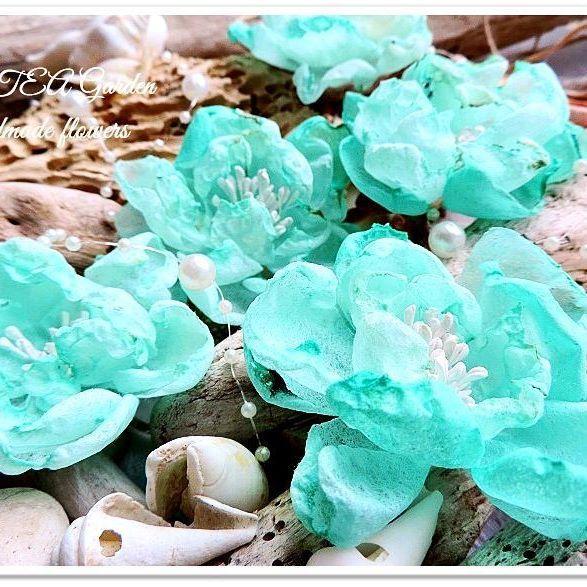 Бирюзовые полумахровые лепестки этого цветочка напоминают цвет морской воды волшебной тропической лагуны. Для любителей работ в морском стиле. 🍹🌊 По вопросам приобретения- - Директ - alexlena@list.ru - WA, Viber #цветыручнойработы #цветыдляскрапбукинга #цветыдляскрапа #украшенияручнойработы #шеббистиль #морскойстиль #открыткиручнаяработа #открытки #the_teagarden