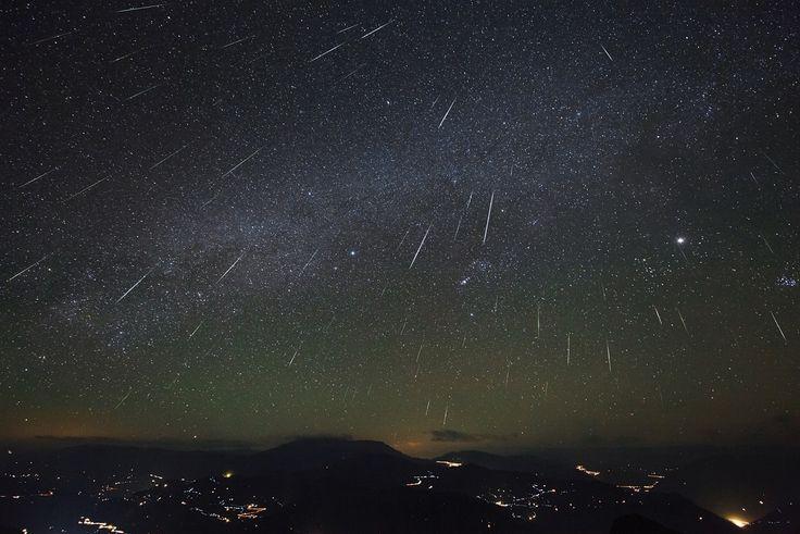 Cada año, en diferentes momentos, ponemos nuestra atención en uno de los espectáculos astronómicos más bonitos que podemos observar: las lluvias de estrellas. #astronomia #ciencia