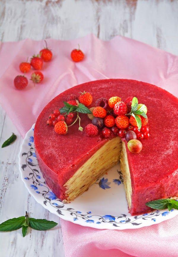 Просто и вкусно: Блинный торт с клубничным желе