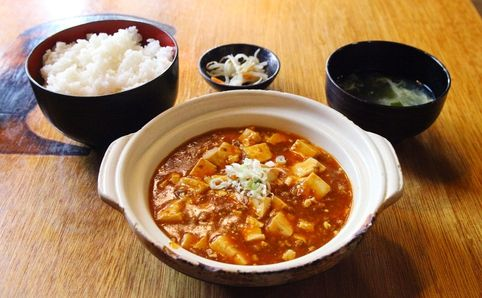 Delicious and cheap! One-coin lunches in Shibuya | tsunagu Japan #TsunaguJapan