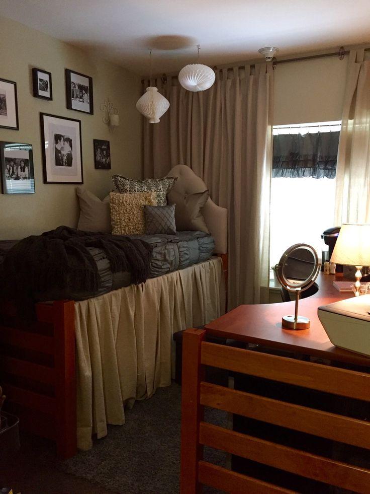 Cozy dorm bedroom at the University of Arkansas- Hannah-Grace's dorm room