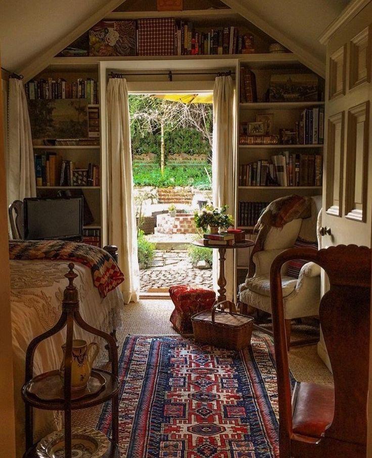 Rustikaler Lesesaal. Ich würde hier lesen. #Cabin #Cottage #HomeDesign #DreamHouse #Bookshelves #Books #Library #HomeLibrary