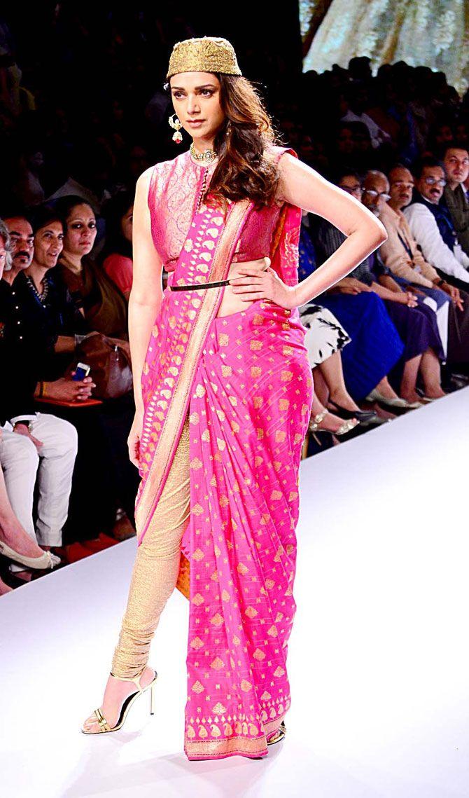 Aditi Rao Hydari walks the ramp at Lakme Fashion Week Winter/Festive 2015. #Bollywood #LFW2015 #Fashion #Style #Beauty #Saree #Desi