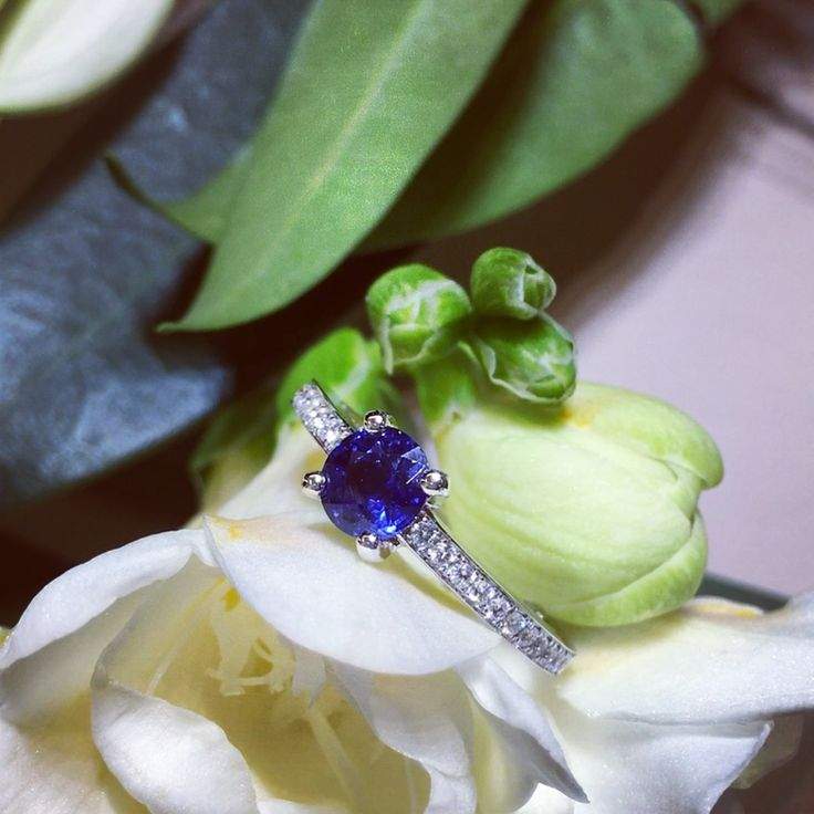Beautiful colors for beautiful spring days!  #waskoll #paris #spring #beautiful #color #sapphire #diamondring