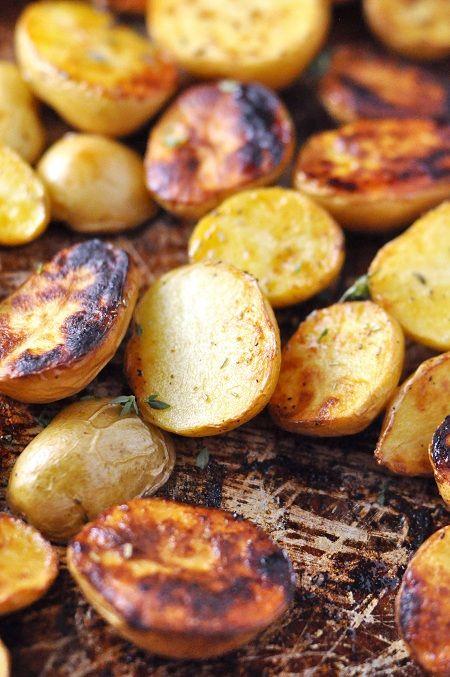 Roasted Salt 'n' Vinegar Baby Potatoes with Rosemary and ThymeVinegar Chips, Salts Vinegar, Vinegar Potatoes, Leal Savorthethym, Roasted Potatoes, Jennifer Leal, Vinegar Baby, Baby Potatoes, Roasted Salts