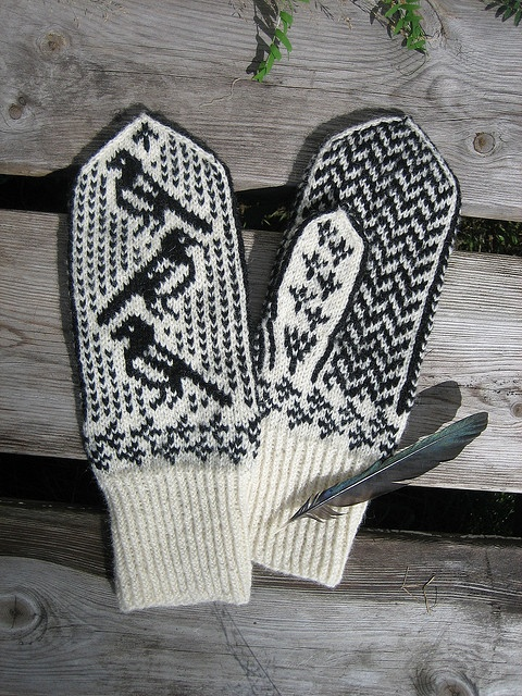Magpie mittens knitted, but diagram can be used with tapestry crochet