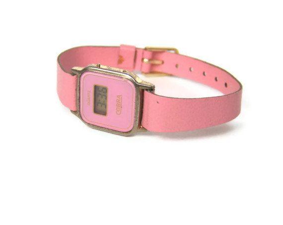 Vintage Digital Watch Pink Leather Gold Remember when these came in different colours?  Eerste communiegeschenk, in een doosje samen met een balpen in dezelfde kleur