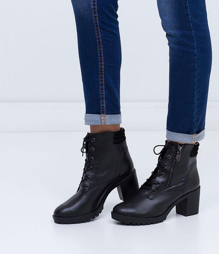 Bota feminina    Material: couro    Coturno    Altura do salto: 7,5 cm    Marca: Bottero             COLEÇÃO INVERNO 2016             Veja outras opções de    botas femininas.                Sobre a marca Bottero      A Bottero é uma das maiores fabricantes de calçados femininos do país. Seu objetivo é oferecer sapatos femininos com design, conforto e qualidade dentro do mesmo produto. Aqui nas Lojas Renner você encontra diversos modelos de sapatos femininos da Bottero como sapatilhas…