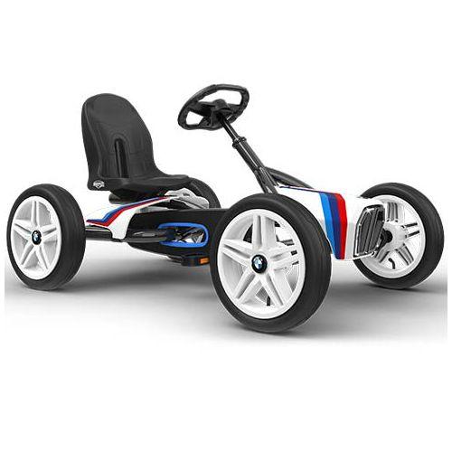 Trampbil BERG BMW Street Racer är den perfekta trampbilen för barn 3-8 år. Säte och ratt är justerbara så barnet kan växa med trampbilen. De fyra sportdäcken gör trampbilen superstabil och luftgummidäcken ger extra komfort. Trampbilen är smidig och enkel att trampa. Det går också bra att trampa bakåt. Det unika BFR-systemet gör att du kan trampa, bromsa och backa med hjälp av tramporna, vilket gör trampbilen mycket lättmanövrerad.  Fakta Luftgummidäcken ger extra komfort. Kan köras framåt…