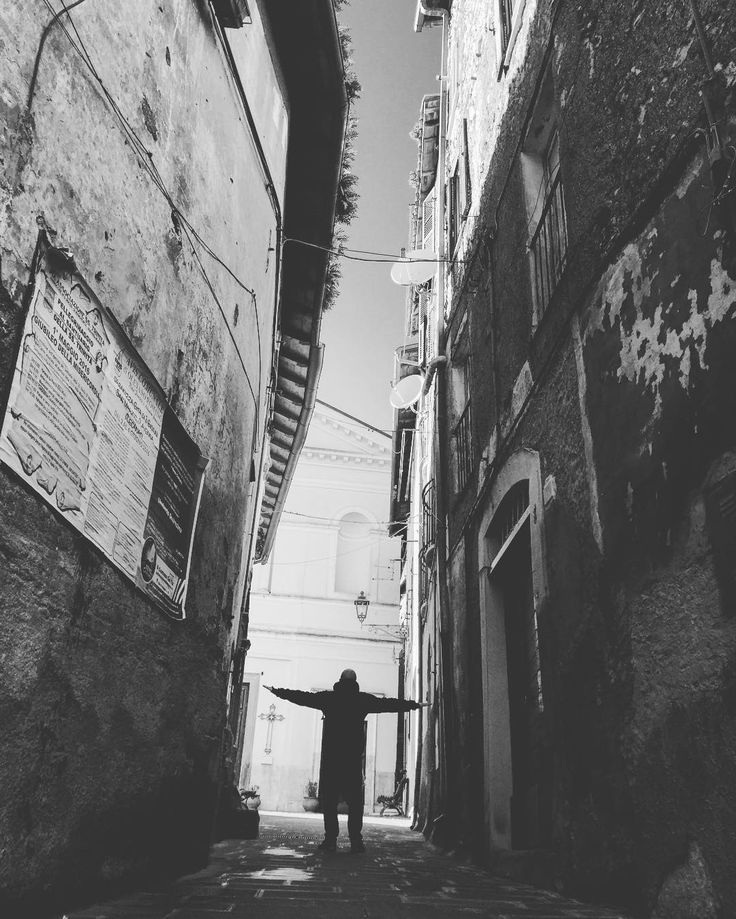 Cin City #streetart #streetphotography #bw #art #light #landscape #view #view #architecture #love #feelings #travel #solid #man #bye #picoftheday #picture #iphoneonly #photo #photooftheday #luxury #like4like #likeforfollow #instagood #italy #gamine #impertinente #gamineimpertinente by gamine_impertinente