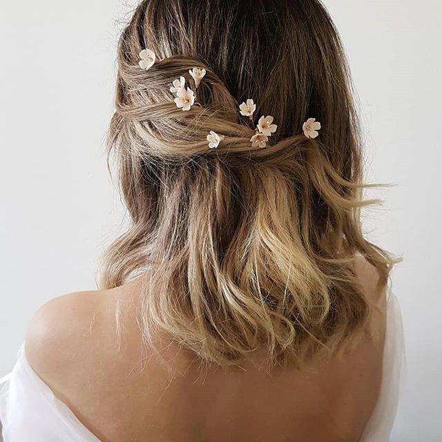 Hochzeiten Frisuren Haar Accessoires Whisper Haarbluten Perfekt Um Sich Uber Eine Romantische Hochsteckfrisur Oder Halbhohe Frisur Zu Verteilen New Si Romantische Hochsteckfrisur Hochzeitfrisuren Frisur Hochgesteckt
